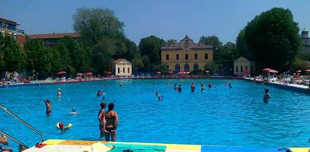 Agosto 2014 in piscina a milano - Piscina argelati milano ...