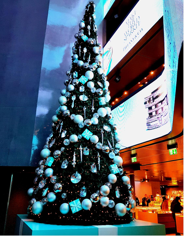 Il centro di milano risplende per il natale for Tiffany excelsior milano