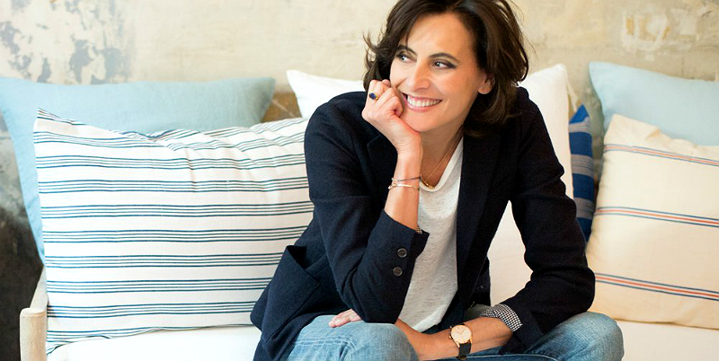 come mi vesto oggi ines de la fressange firma il suo nuovo libro. Black Bedroom Furniture Sets. Home Design Ideas