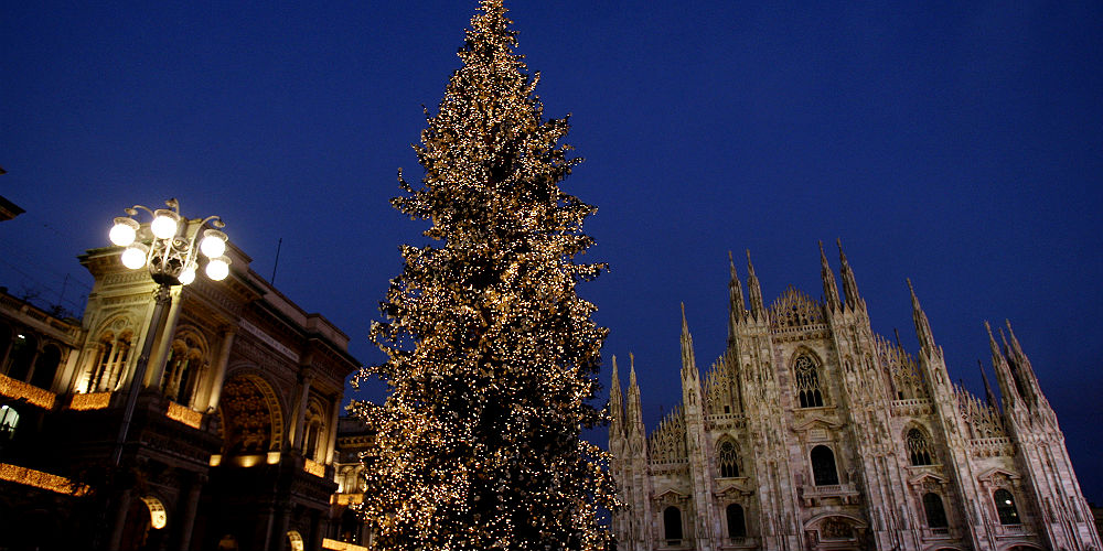 Albero Di Natale Milano.Christmas Tree L Albero Di Natale In Duomo Mymi It