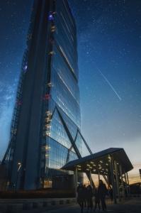 Arata_Isozaki_skyscraper