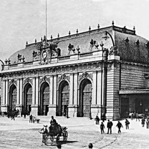 la prima stazione centrale vista da vicino